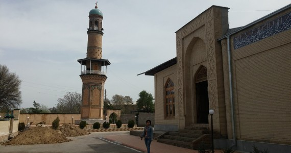 Перед входом в комплекс Абди-дарун
