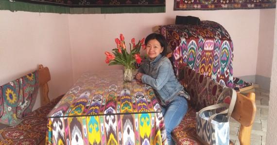 Столик во внутреннем дворике