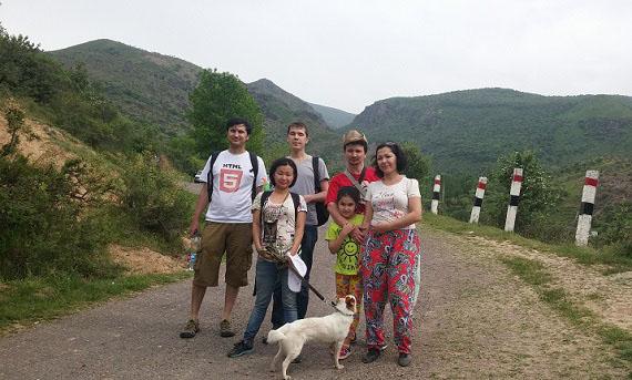 вывезла собаку в горы Ходжекента